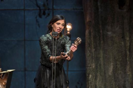 """La actriz Nuria Prims recoge el Premio Gaudí a la Mejor actriz protagonista, por """"Incerta glòria""""."""