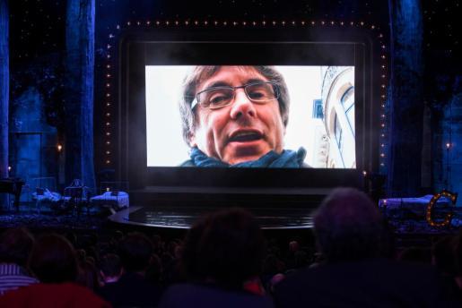 El expresident Carles Puigdemont en videoconferencia este domingo en la gala de los X Premios Gaudí, que concede la Academia del Cine Catalán.