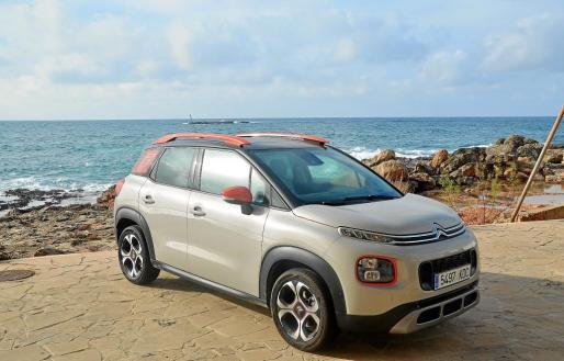 El fabricante francés contraataca con un SUV de pequeñas dimensiones pero muy amplio y con dotes de todo terreno de las que otros carecen.
