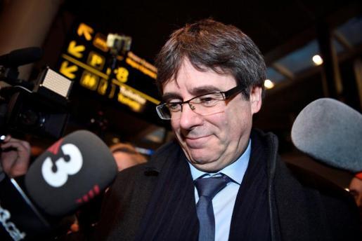 El expresident y los diputados electos de Junts per Catalunya elevaron un recurso contra la prohibición de su candidatura a ser investido sin comparecer ante el Parlament.