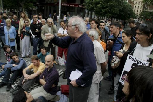 Imagen de la asamblea celebrada hoy en Plaça d'Espanya, donde se encuentran acampadas un centenar de personas.