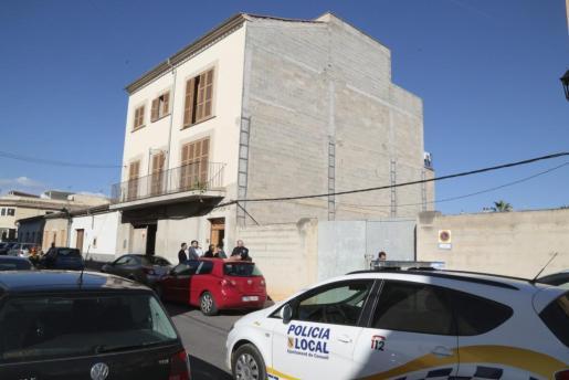 Los hechos sucedieron en un edificio ubicado a unos 200 metros del campo de fútbol.