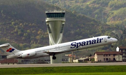 Fotografía de archivo fechada el 13/06/07 de un avión de la compañía de Spanair.