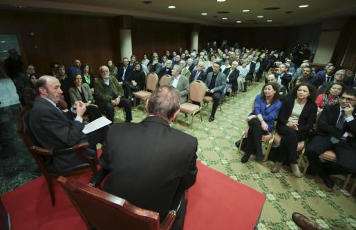 Momento de la conferència de Alfredo Pérez Rubalcaba.