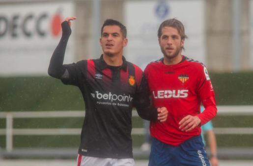 Marc Pedraza (izquierda) en el encuentro del pasado domingo ante el Atlético Saguntino