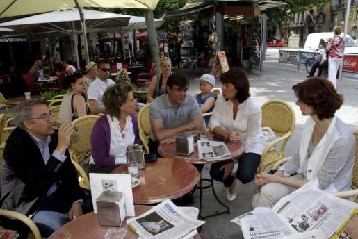Antich, con sus compañeros de partido Aina Calvo, Francina Armengol, Bel Oliver y Jaume Carbonero.