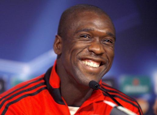Imagen de archivo tomada el 18 de octubre de 2010 que muestra al centrocampista holandés Clarence Seedorf, durante una rueda de prensa.