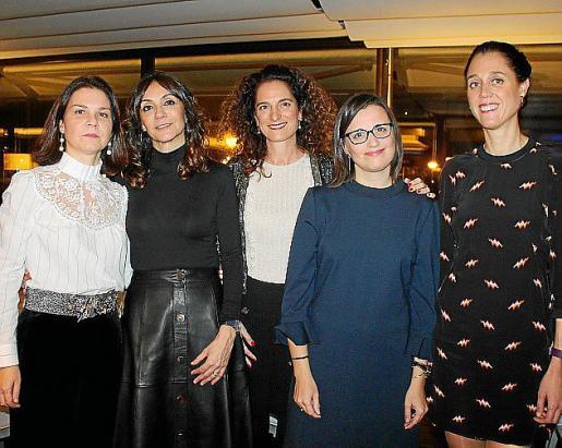 María Antonia Cuart, Rosana Martínez, María Albadalejo, Kika Muret y María García.