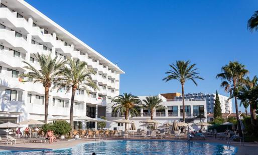 En diciembre del pasado la socimi de inversión hotelera Hispania y Alchemi compraron cinco hoteles en las Islas dos en Canarias por valor de 176 millones de euros. La cadena Alua Hotels & Resorts los gestiona en la actualidad.