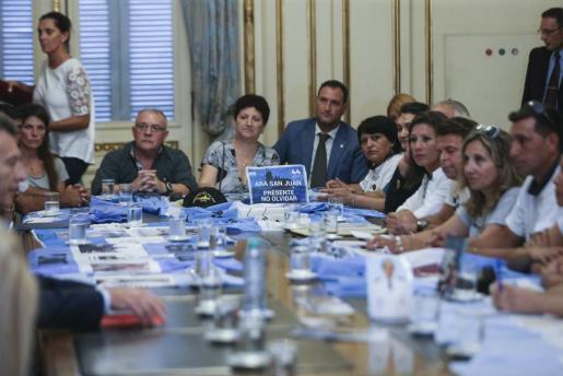 El presidente de Argentina, Mauricio Macri se ha reunido con familiares de los tripulantes del submarino ARA San Juan, desaparecido el 15 de noviembre del año pasado, en la Casa Rosada en Buenos Aires.