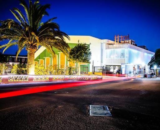 Trui Teatre ofrece obras de teatro, conciertos, recitales, conferencias, congresos, convenciones, sesiones académicas, jornadas de puertas abiertas, presentaciones de productos... y un largo etcétera.