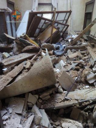 Imagen del estado del inmueble sucedido en la Avinguda Alemanya 9 tras el derrumbe.