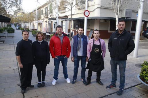 Los empresarios de la calle Fábrica, una de las zonas donde se eliminarán más terrazas, harán todo lo posible para que no se aplique.