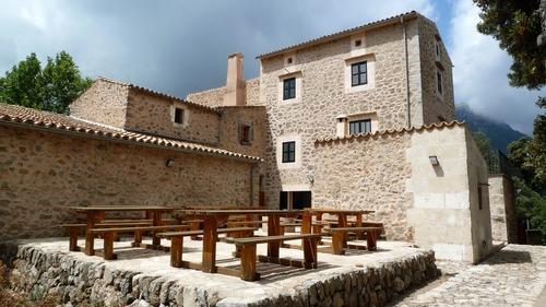 Refugio de Son Amer, uno de los mayores, con 52 plazas.