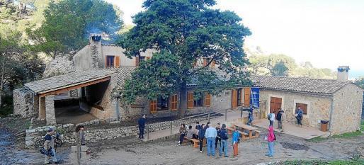 La Serra dels Pinotells y el Puig des Castellet acogen el refugio de Sa Coma d'en Vidal.