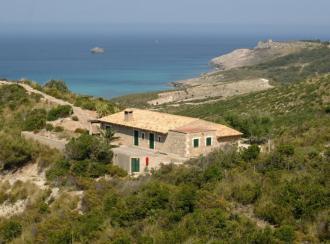 La playa de s'Arenalet a quince minutos del refugio des Oguers