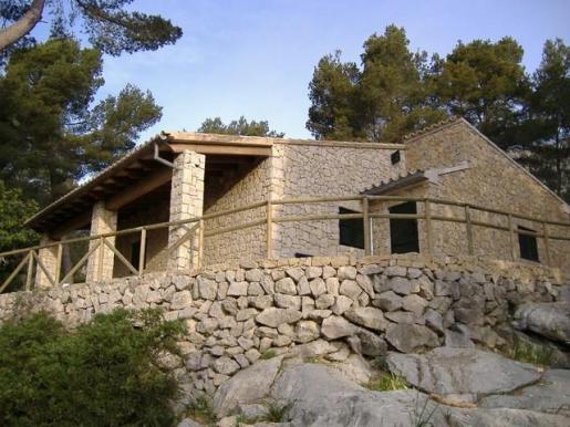 El refugio tiene una superficie útil de 29 metros cuadrados con un altillo.