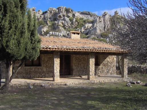 El refugio de Lavanor se encuentra en la Serra de Tramuntana, dentro de la finca pública de Mortitx.