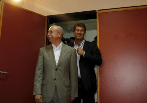 Llorenç Serra Ferrer y Michael Laudrup, el día de la presentación del técnico danés como entrenador del Real Mallorca.