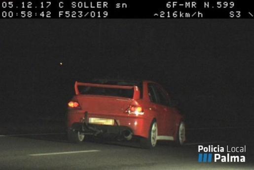 El pasado 5 de diciembre, en las inmediaciones de la carretera de Sóller, justo en la recta de la cárcel, el radar ya 'cazó' a otro conductor con un claro exceso de velocidad. En esa ocasión, el titular del vehículo circulaba a 216 kilómetros por hora.