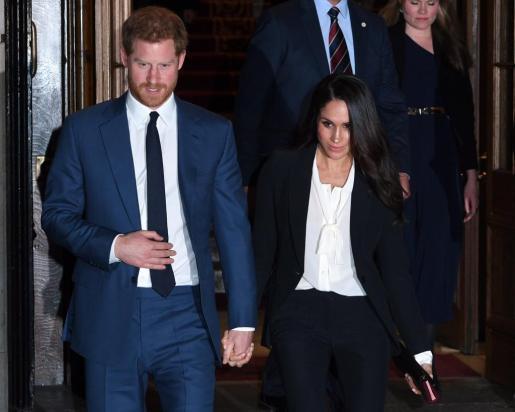 El príncipe Enrique y su prometida, la actriz estadounidense Meghan Markle.