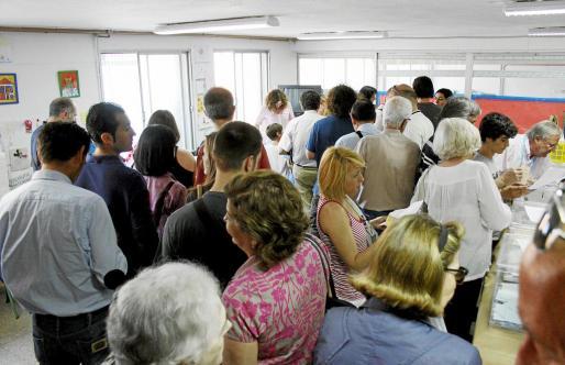 La incomodidad fue la tónica de la votación en instalaciones del colegio Costa i Llobera.