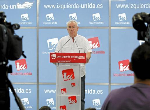 Cayo Lara, durante la rueda de prensa que ofreció ayer para analizar el resultado de las elecciones.