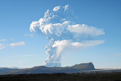 Imagen de la nube de cenizas del volcán islandés Grimsvöth.