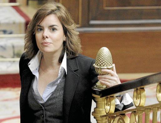 La portavoz del PP Soraya Sáenz de Santamaría fue quien lanzó el desafío a las filas socialistas.