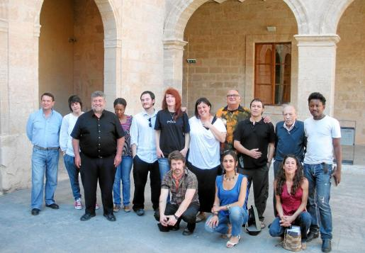 Los escritores que participarán en la Nit de la Poesia, ayer en La Misericòrdia de Palma.