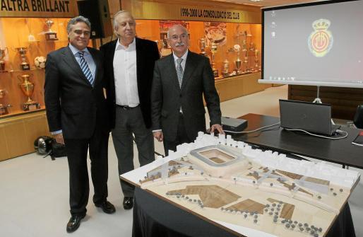 Biel Cerdà, Jaume Cladera y LLorenç Serra Ferrer expusieron el pasado 11 de marzo un proyecto que debería materializarse en 2015-16.