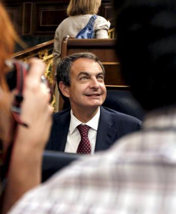 El presidente del Gobierno, José Luis Rodríguez Zapatero, en el pleno del Congreso durante la sesión de control celebrada hoy, en Madrid.