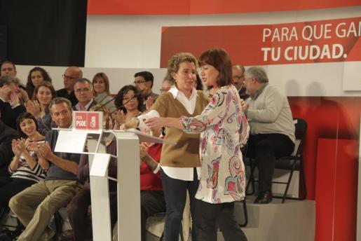 Aina Calvo y Francina Armengol, durante un mitin del PSIB en la pasada campaña electoral.