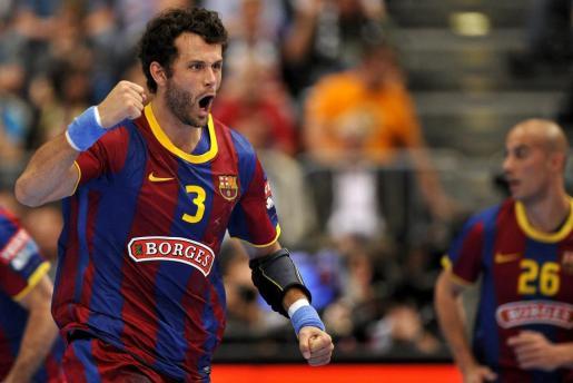 El jugador del FC Barcelona, Jesper Brian Noeddesbo, celebra el gol conseguido ante el Renovalia Ciudad Real, durante la final de la Liga de Campeones.