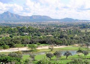 El Golf Pollença tiene actualmente nueve hoyos, aunque dispone de licencia de ampliación hasta 19 hoyos.