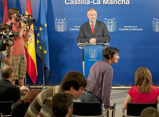 El consejero de Presidencia en funciones, Santiago Moreno, ayer durante su comparecencia ante los medios.