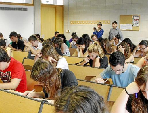 Examen de selectividad en instalaciones de la UIB en junio de 2010.