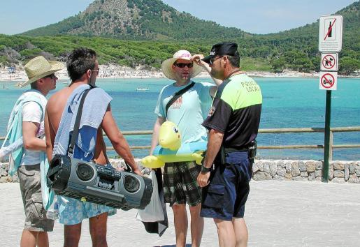 El año pasado se impuso vigilancia en la playa de Cala Agulla.