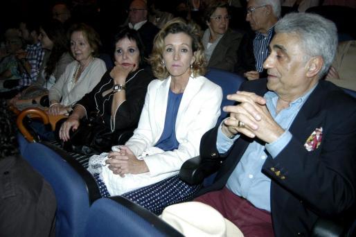 Carmen Sureda, María Teresa González, María José Barceló, esposa de Mateu Isern, próximo alcalde de Palma, y Raimundo de Montis.