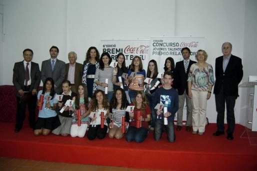Todos los clasificados en las dos categorias de catellano y catalán junto a los miembros del jurado.
