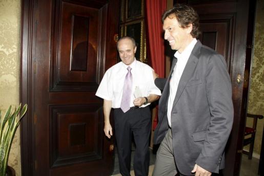 Mateo Isern, en el momento de acceder esta mañana a su despacho del Ajuntament de Palma.