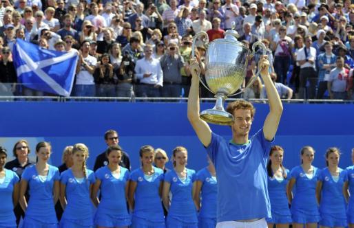 Andy Murray ha ganado su segundo torneo de Queens, esta vez ante Tsonga.