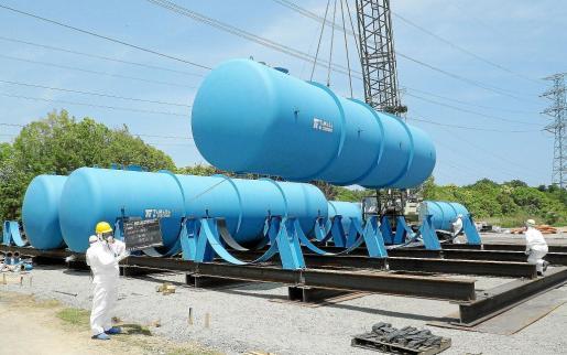 Imagen de los depósitos en los que está previsto almacenar el agua radiactiva de la central japonesa de Fukushima.