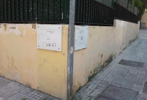 Calles con placas borradas en el Terreno