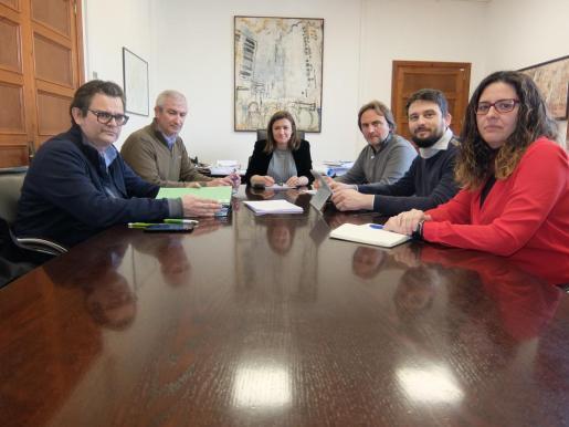 Mercedes Garrido durante la reunión con los representantes de Aptur.