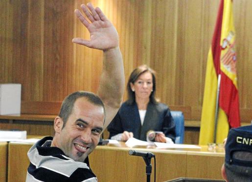 'Txeroki' saluda durante el juicio celebrado ayer en la Audiencia Nacional.