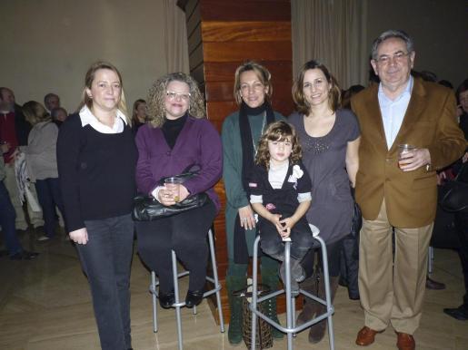 Cati Mateu, Cati Cabrer, Cati Mateu y Marta, María Mateu y Jaume Mateu.