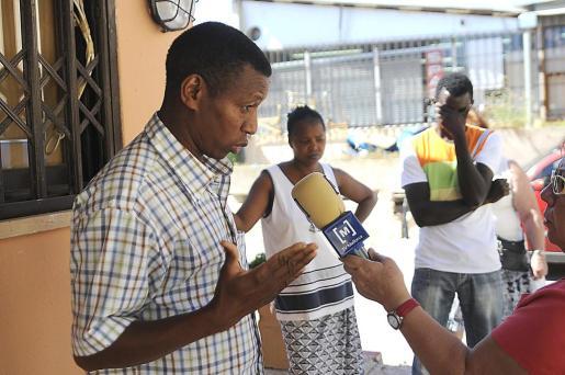 La familia de Aliou Balde sostiene que fue agredido antes de caer desde el primer piso. Fotos: MICHELS