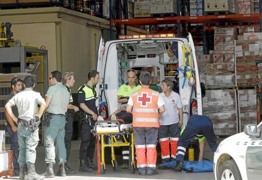 Hasta el lugar del siniestro se desplazaron tres ambulancias. Fotos: ALEJANDRO SEPÚLVEDA