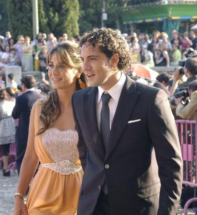 Fotografía de archivo del 27 de junio de 2008 en la que aparece el cantante David Bisbal con su novia, Elena Tablada, durante una boda en Toledo.